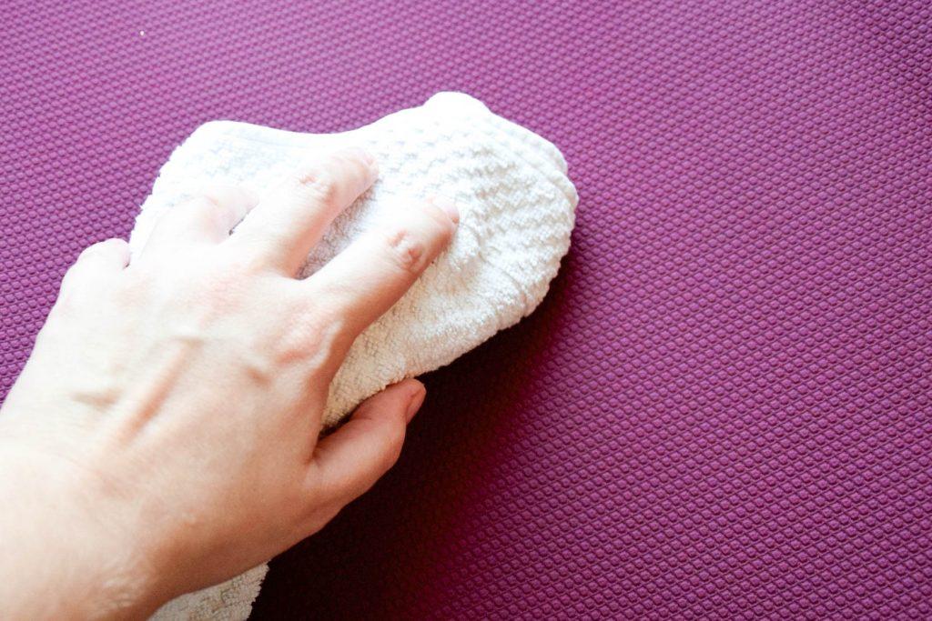 gastbeitrag yogamatten reinigungsspray yoga juliet. Black Bedroom Furniture Sets. Home Design Ideas