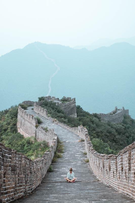 Yoga & Juliet, Yoga Chinese wall